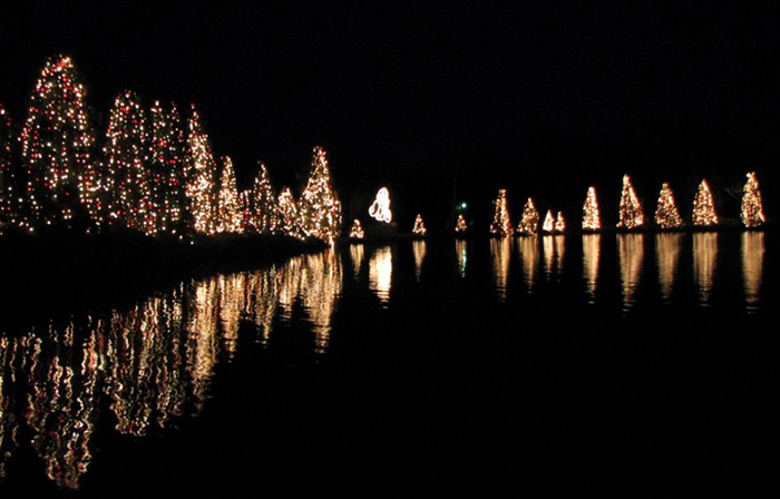 THE MOST CHRISTMAS-LOVING US TOWNS THE MOST CHRISTMAS-LOVING US TOWNS McAdenville2