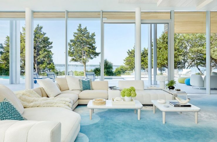 daun curry Daun Curry Designed A Mesmerizing Hamptons Glass Mansion! Daun Curry Designed A Mesmerizing Hamptons Glass Mansion2 740x486