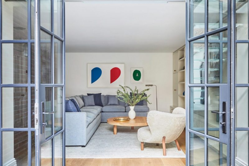modern mid century Discover The Modern Mid Century Decor On This NYC Townhouse! Discover The Modern Mid Century Decor On This NYC Townhouse1 e1603901387670